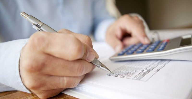 Provizní vs placené finanční a investiční poradenství